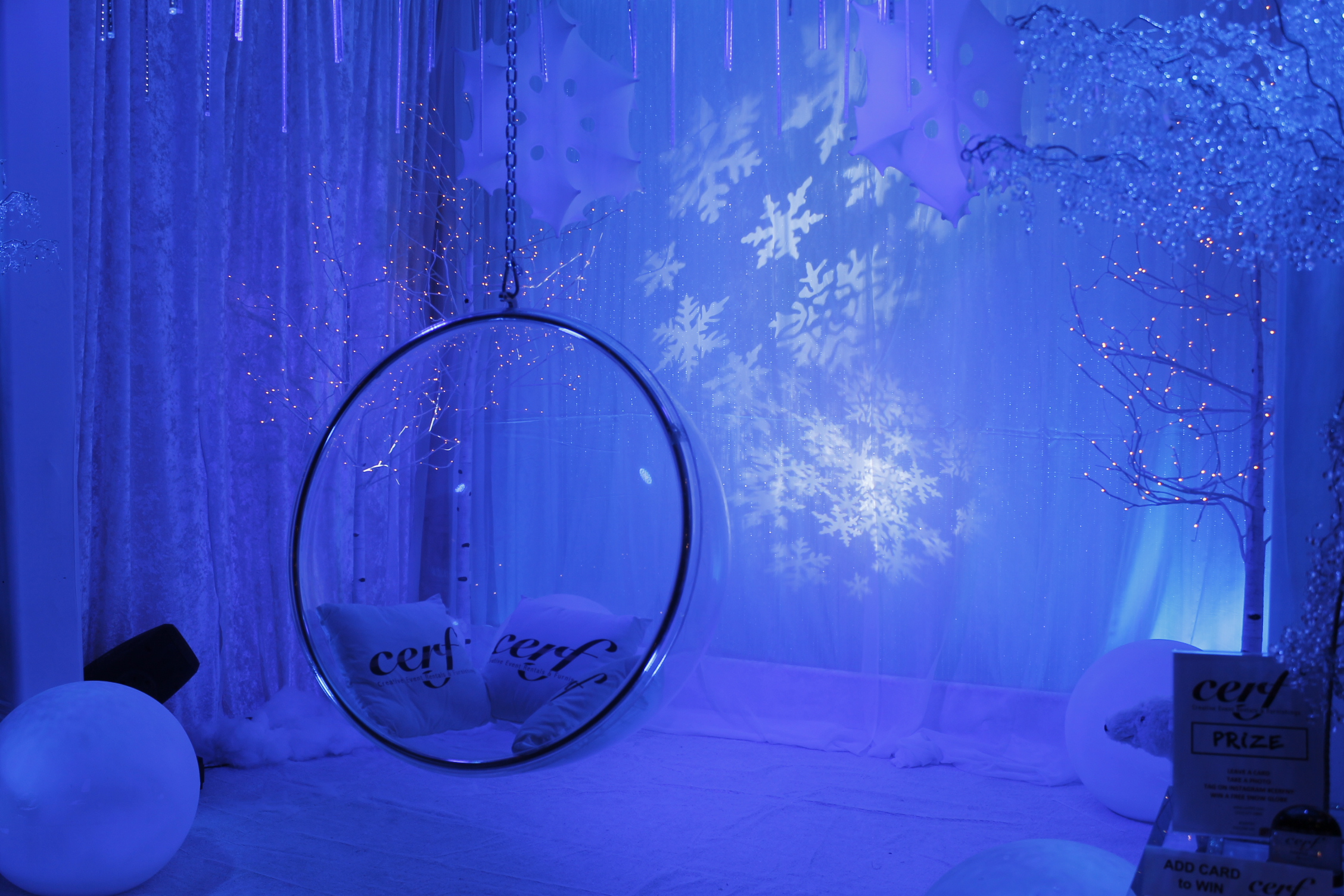 winter-ice-ring-chair-booth-36
