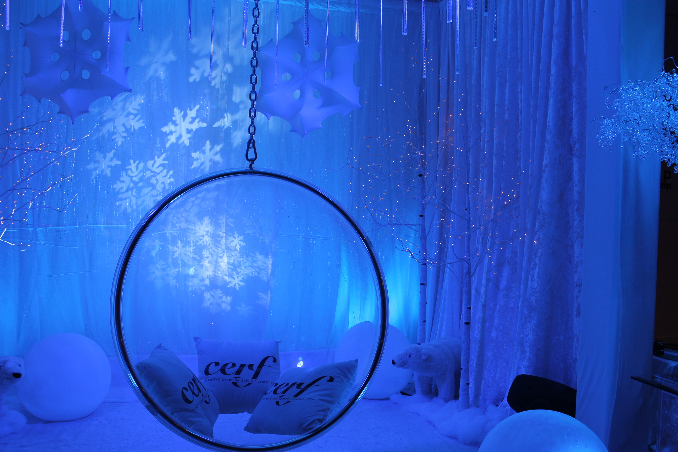 winter-ice-ring-chair-booth-47